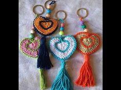 bonjour, je vous propose de réaliser au crochet ce joli porte clés en forme de cœur.