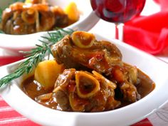Bredie is an old Cape name for a dish of stewed fatty mutton and vegetables. Try this traditional century South African recipe for a taste of the Cape. South African Dishes, South African Recipes, Ethnic Recipes, Oxtail Recipes, Cooker Recipes, Special Recipes, Great Recipes, Yummy Recipes, Yummy Food
