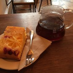 Pour over Julkaffe @fortitudecoffee w/ @hellolovecrumbs cranberry orange cake - perfect pause cafe