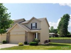 5505 Wavecrest, St Charles, MO 63304 — *******WANT NEW CONSTRUCTION IN THE HEART OF COTTLEVILLE FOR UNDER $140,000?*******Sorry that isn't available. What is available....5505 Wavecrest! 4 year young townhouse with over 1,250 sq. ft and2 beds/2baths.  Contemporary kitchen with all appliances including fridge opens to family room. Spacious master bedroom suite with ceiling fan and large walk in closet.  Full private bath with walk in shower. 2nd bedroom also has walk in closet. Upstairs loft…