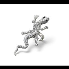 i used to have this ring...and then it broke :'( i've been on the hunt for another one ever since