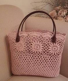 Leather crocheted handbag model – Women's Site - Diy And Craft Diy Crochet Bag, Crochet Wallet, Crochet Shell Stitch, Crochet Handbags, Crochet Purses, Crochet Shoulder Bags, Lace Bag, Beach Tote Bags, Market Bag