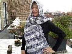 Ik haakte van Zeeman wol MIRA een Scoodie dat is een sjaal met capuchon er aan hieronder het haakpatroon. MIRA is een lekkere zachte dikke ...