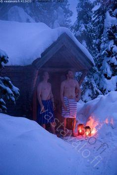 Saunoa - sauna talvi lumi pakkanen lyhty mies miehet pyyhe pyyheet saunoa hanki metsä