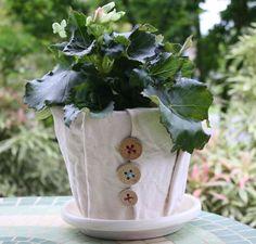 40 Ideas to Dress Up Terra Cotta Flower Pots - DIY Planter Crafts {Saturday Inspiration & Ideas} - bystephanielynn Flower Planters, Diy Planters, Flower Vases, Planter Ideas, Garden Planters, Flower Bed Designs, Flower Pot Design, Budget Flowers, Diy Flowers