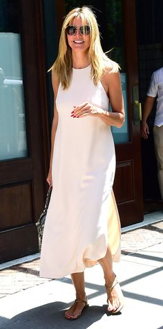 While Heidi Klum's silky white midi easily translates to an evening out, we love the effortless way she's made the style more casual: with flat thong sandals, a sturdy carryall, and oversized round sunglasses. Zoe Saldana, Celebrity Fashion Looks, Celebrity Style, Celebrities Fashion, Cara Delevingne, Olivia Palermo, Kendall Jenner, Stylish Summer Outfits, Covet Fashion
