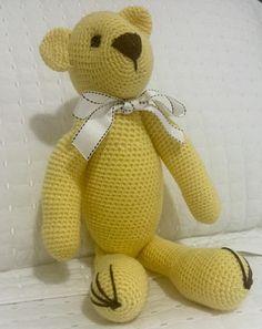 Urso em crochê medindo 40cm. Sentado mede 27cm. Pode ser feito em outras cores.