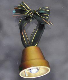 Campana con vasetti di terracotta