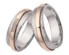 An absolute eye-catcher are the wedding rings made of stainless steel with rose gold through your beautiful textured, frosted and hammered surface. Around the ring was designed a rose gold band with 5 set diamonds. Wedding Rings Simple, Wedding Rings Vintage, Smart Ring, Gold Bands, Jewelry Crafts, Rings For Men, Bangles, Rose Gold, Stainless Steel