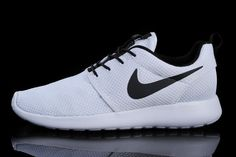 Mens Nike Roshe Run Id 2015 511881 105 White White Black_02.jpg (750×499)