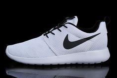 Mens Nike Roshe Run Id 2015 511881 105 White White Black_02.jpg (750×499)