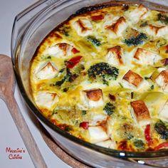 Frittata cu legume si quinoa / Vegetable and quinoa frittata - Madeline. Romanian Food, Frittata, Cooking Classes, Cheeseburger Chowder, Quinoa, Soup, Cooking Recipes, Meals, Vegan