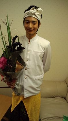 向井理 バリ Chef Jackets, Costume, Fashion, Moda, Fashion Styles, Fasion, Fancy Dress, Costumes, Costume Dress
