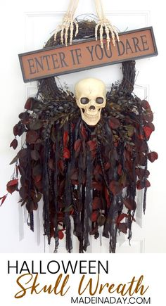 Jaw-dropping elegant but scary Creepy Skeleton Skull Wreath door hanger to haunt your house this year. Frighten your neighbors this Halloween with this DIY! Scary Halloween Crafts, Halloween Door Wreaths, Halloween Door Decorations, Theme Halloween, Halloween Signs, Halloween Skull, Vintage Halloween, Fall Halloween, Halloween 2020