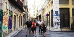 """Οι περιηγήσεις που διοργανώνει το περιοδικό """"Σχεδία"""" κάθε Σάββατο στο κέντρο της Αθήνας από την Άννα Ρούτση. #article #walking #goodcause #cause #photography #culture #blog"""