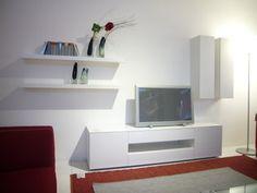 Stilvolles Sofa in Beige   Ästhetik mit floralem Design