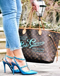 Monday blues Cant get enough of my blue Valentino heels . Valentino Heels, Monday Blues, Louis Vuitton, Tote Bag, Purses, Classic, Bags, Shoes, Instagram