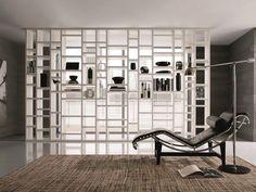 Scopri le librerie divisorie da usare come pareti divisorie per separare gli ambienti: le soluzioni più originali per arredare la tua casa in modo funzionale e creativo.