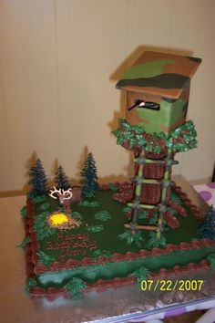 Deer Stand - This is a cake I made for my dh's B-Day. The tree trunk is made from 7 plastic dowel rods taped together and the deer stand is cardboard covered with camo fondant. Hunting Birthday Cakes, Camo Birthday, Birthday Cakes For Boys, Redneck Birthday, Redneck Party, Happy Birthday, Birthday Nails, Birthday Ideas, Camo Cakes