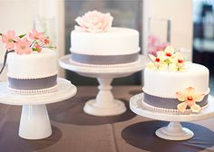 Pastel Cafe . Cakes . Weddings: Multiple Wedding Cakes....why not?
