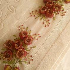 SEVİLAY ÇALIŞKAN @ribbon.design on Instagram photo November 15 Silk Ribbon Embroidery, Hand Embroidery, Ribbon Design, Ribbon Work, Diy And Crafts, Textiles, Sewing, Crochet, Ribbons