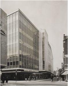 Vroom & Dreesmann, hoek Rechtestraat-Vrijstraat Beurden, A. van (fotograaf) - 1960 - 1970