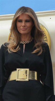 First Lady Melania Trump u have very sexy Blue eyes I bet u need very Good fuck Baby when u look Fabulous Baby with your Blue eyes Melinia Trump, First Lady Melania Trump, Trump Melania, Melania Knauss Trump, Trump Hair, American First Ladies, Donald And Melania, Trump Is My President, Glamour