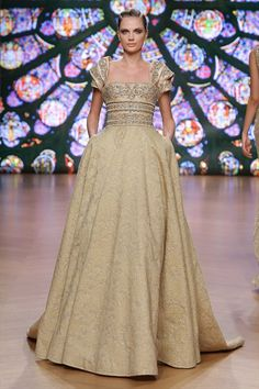 Tony Ward's collections are a tribute to women and their femininity, with the taste and distinctive charm of a timeless style. Couture Mode, Couture Week, Couture Fashion, Runway Fashion, Fashion Show, Fashion Design, Allure Couture, Couture Style, Fashion Ideas