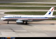 United Airlines retro jet celebrating 85 years of service.