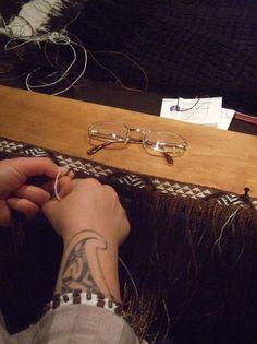 Veranoa Hetet weaving the tāniko border of her kākahu. Copyright Te Papa.