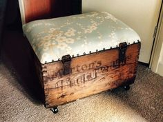 Old whiskey crate from DUNDEE X