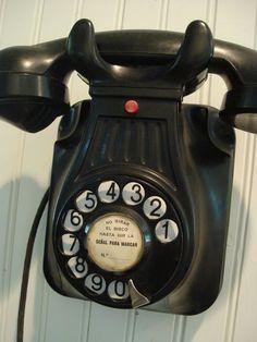 Love this vintage phone.