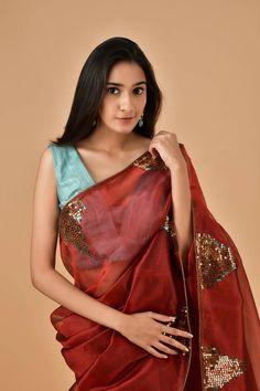 Organza Saree, Silk Sarees, Saree Draping Styles, Desi Wear, Overalls Women, Elegant Saree, Fancy Sarees, Beautiful Saree, How To Look Classy