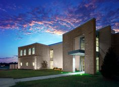 Washburn University Art Building. Beautiful image Washburn University, Beautiful Images, Mansions, House Styles, Building, Mountain, Home Decor, Art, Mansion Houses