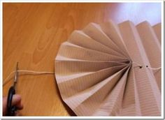 DIY Pull-Up Paper Fan Window Shade Tutorial: Make pull-up window shade using wall paper, in the same or matching pattern or color with room. Diy Window Shades, Cardboard Paper, Diy Christmas Gifts, Window Treatments, Home Appliances, Windows, Wallpaper, Crafts, Handmade