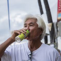 Best hair at #dukesoceanfest goes to this very rad gentleman drinking #organic #sparkling #noni #lemon #lime  @hawaiian_ola @doeverythingwithlove #surf #waikiki #oahu
