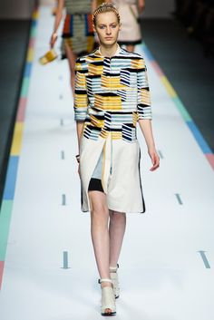 Fendi Spring 2013 Ready-to-Wear Fashion Show - Julia Nobis