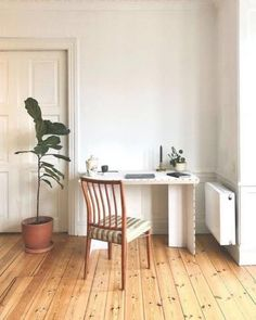 La Petite Maison Brings Bistro-Style Fine Dining To Melville Home Desk, Home Office Desks, Being A Landlord, Fine Dining, Old And New, Space Saving, Small Spaces, Living Room, Table