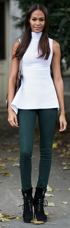 Just bought pants this color. Looks like black and white works just fine :o) Estilo Fashion, New Fashion, Fashion Models, Girl Fashion, Weekend Fashion, Fashion Outfits, Fashion Clothes, Womens Fashion, Joan Smalls