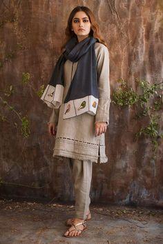 Off white khaddar shirt Source by meenaljain Outfits indian Pakistani Fashion Party Wear, Pakistani Formal Dresses, Pakistani Dress Design, Pakistani Outfits, Indian Fashion, Indian Dresses, Fashion Hub, Indian Outfits, Stylish Dresses For Girls