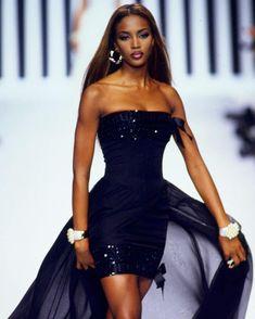 "90s runway on Instagram  ""NAOMI CAMPBELL 👑 Valentino Spring Summer 1992   naomi  naomicampbell  valentino  maisonvalentino  valentinogaravani   90srunway"" 26b9e6e498a"