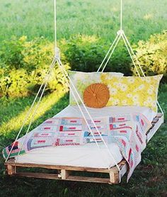 Diy Furniture - 100 Cheap and Easy DIY Backyard Ideas - Prudent Penny Pincher Pallet Crafts, Diy Pallet Projects, Wood Projects, Diy Crafts, Pallet Patio Furniture, Diy Garden Furniture, Furniture Ideas, Pallet Sofa, Crate Furniture
