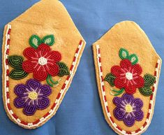 """Moccasin """"Vamps"""" – Page 10 – Walking With Our Sisters Native Beading Patterns, Beadwork Designs, Bead Embroidery Patterns, Seed Bead Patterns, Beaded Embroidery, Indian Beadwork, Native Beadwork, Native American Beadwork, Baby Moccasin Pattern"""