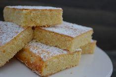 Bake and the City – Zitronen Brownies mit weißer Schokolade | Der Kuchenbäcker