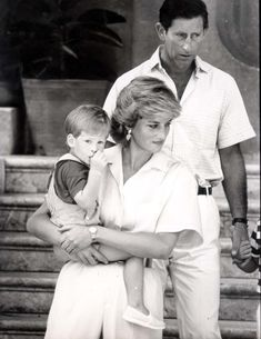15 Rarely Seen Photos of Prince Harry with Princess Diana Princess Diana Photos, Photos Of Prince, Princes Diana, Lady Diana, Diana Son, Prince And Princess, Princess Of Wales, Harry Windsor, Old Prince