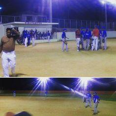 > #Jaraguenses compartiendo en el play de #softball del Barrio Nuevo que ya es viejo