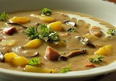 Chlebová polévka s uzeným masem a houbami Czech Recipes, What To Cook, Cheeseburger Chowder, Soup Recipes, Food And Drink, Veggies, Lunch, Treats, Cooking
