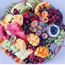 Fruit platter goals - but board style Party Platters, Cheese Platters, Breakfast Platter, Dessert Platter, Healthy Halloween Snacks, Healthy Snacks, Fruit Platter Designs, Platter Ideas, Charcuterie Board