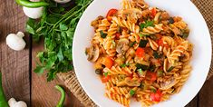 Mushroom Bolognese - Do you need healthy and delicious recipes? Our selection of nutritional recipes are sure to satisfy. Breakfast, lunch, dinner, dessert and snacks, are sorted. Pasta Recipes In Hindi, Veg Pasta Recipes, Fusilli, Stuffed Peppers With Rice, Stuffed Mushrooms, Sauce Spaghetti, Mushroom Bolognese, Vitamins For Vegetarians, Italian Lunch