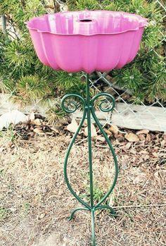 a Bird Bath using a Bundt Pan & Plant Stand.these are the BEST Yard Art & Garden Ideas!Make a Bird Bath using a Bundt Pan & Plant Stand.these are the BEST Yard Art & Garden Ideas! Bird Bath Garden, Garden Cottage, Garden Whimsy, Bird Bath Planter, Chair Planter, Diy Bird Bath, Glass Garden, Garden Crafts, Garden Projects